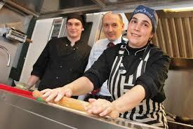 Andrea Sala, impareggiabile anima del rinnovato locale La Botte di Piazza Modena a Sampierdarena e la moglie Cristina, chef al posto di comando in cucina.