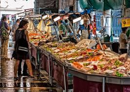 pesce su banco mercato